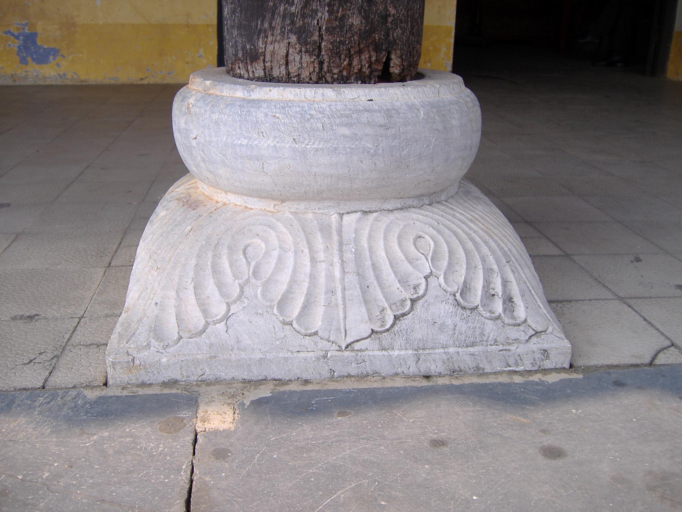 Chân cột đá-9